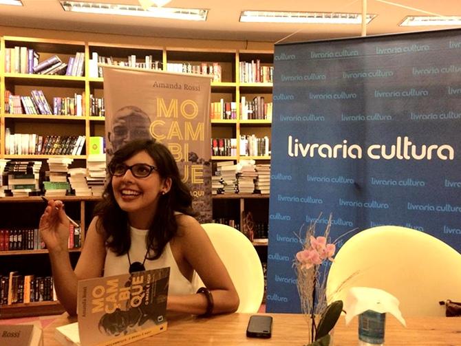 Journalist and writer Amanda Rossi - Tempo da Delicadeza