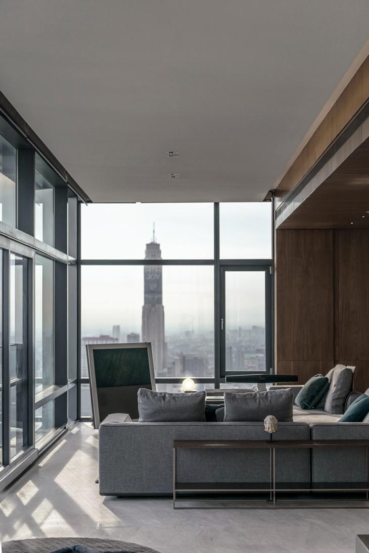 loft foi inspirado em Nova York e está localizado em um andar alto de um edifício em Bangkok, na Tailândia.